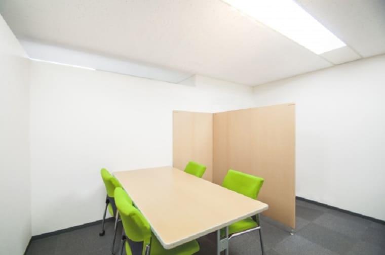 少人数で利用する小さめの会議室
