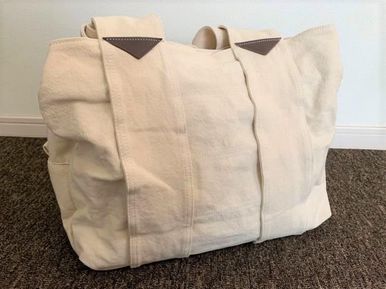 エコロコの生成り色のマザーズバッグ
