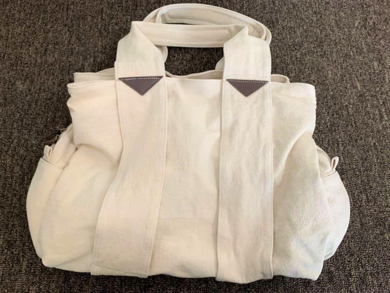 床に置いたエコロコのマザーズバッグ