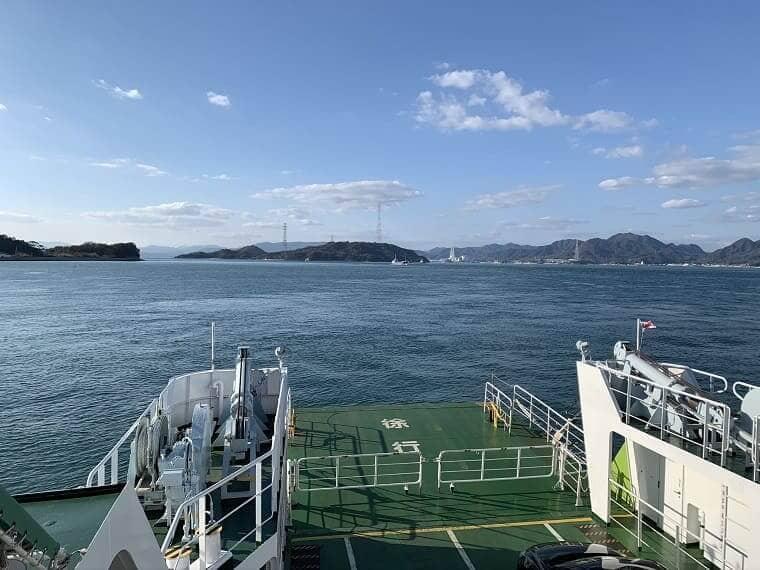 大三島フェリーから見た大久野島