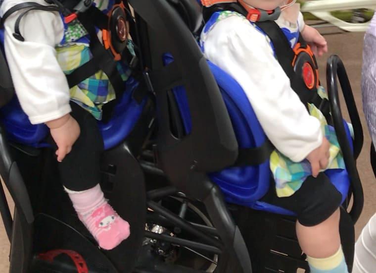 双子自転車に双子を乗せたところ