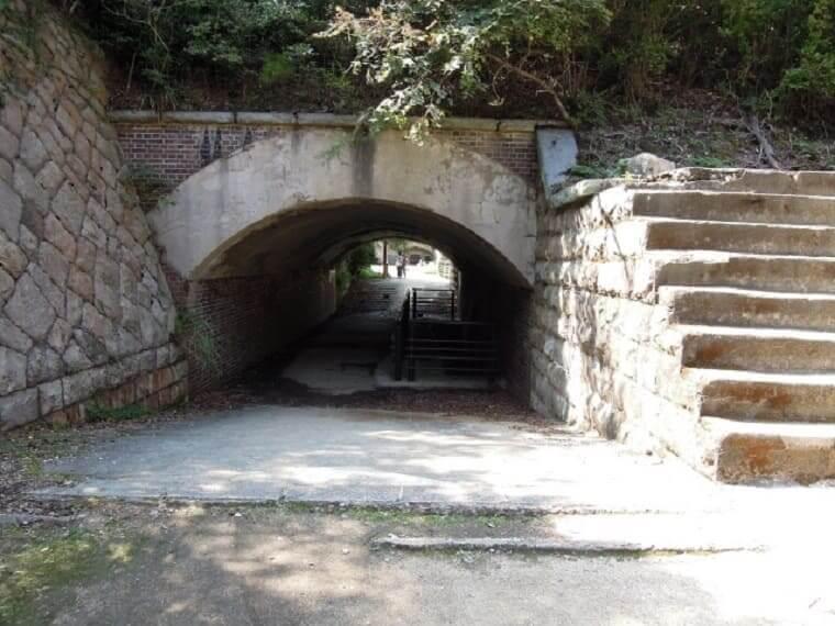 広島県大久野島の大砲台跡