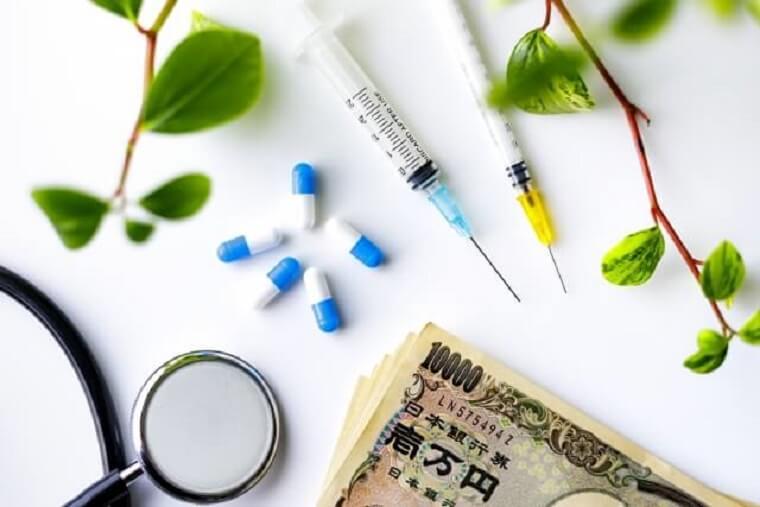 聴診器と薬と一万円札