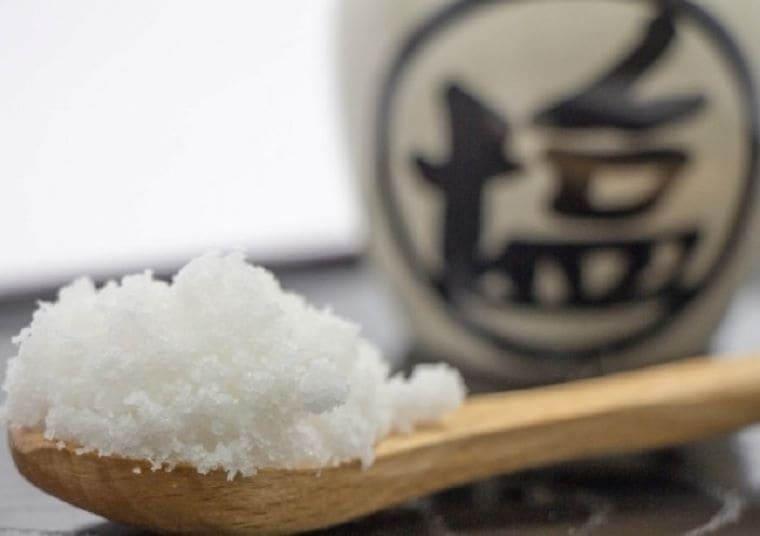 スプーンに山盛りの塩
