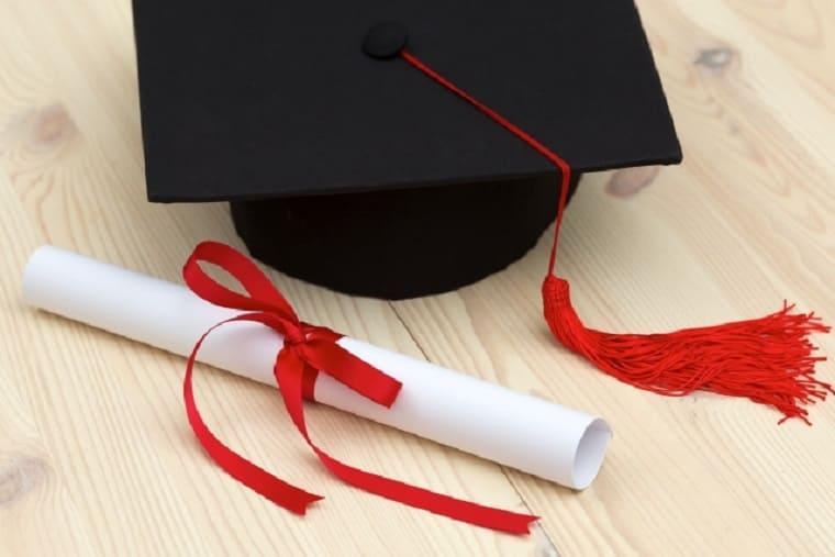角帽と卒業証書